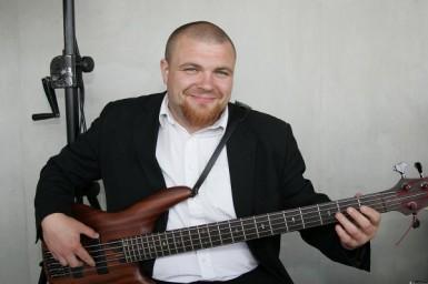 Bassist David Habichler