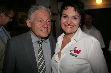 Landeshauptmann Dr. Josef Pühringer mit Ulrike Steinmaßl von der JW Grieskirchen