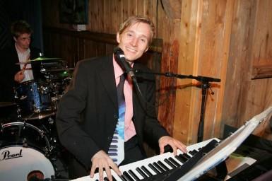 Pianist und Sänger Andreas Lanegger
