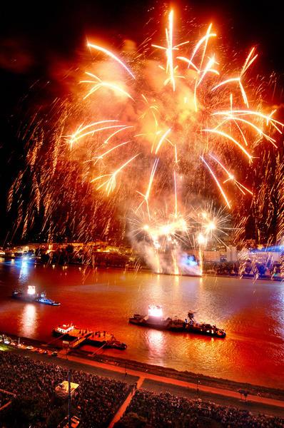 Donau in Flammen Linz / © LinzTourismus-Röbl / Beschreibung: Donau in Flammen in Linz