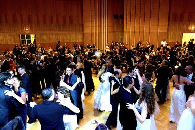 Volle Tanzfläche beim Auftritt der Tanzband So Good